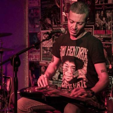 Andrea De Luca blues trio live @Elegance Cafè mercoledì 9 ottobre