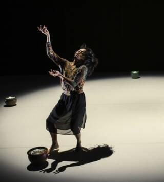 BABAE, uno spettacolo di Joy Alpuerto Ritter