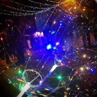 Quando la Street Photography si tinge di Malinconia, tra luci di Natale e Incolmabili Distanze!
